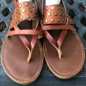 Missing women's size 8.5 brown sandals